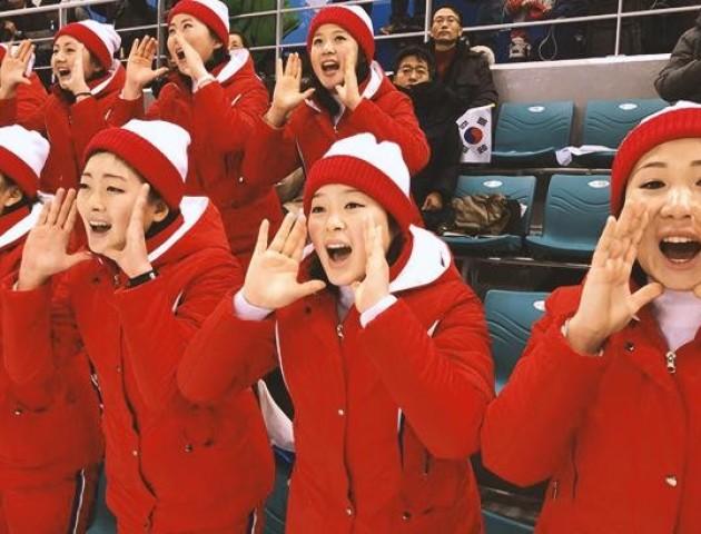 «Аж совком засмерділо»: активні вболівальники КНДР розсмішили мережу. ВІДЕО