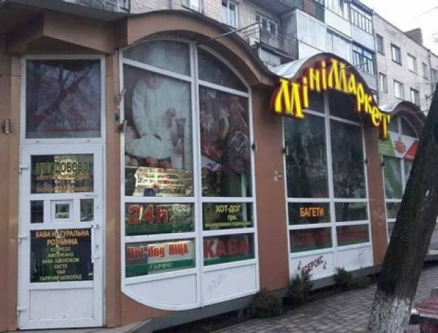 У центрі Луцька муніципали виявили заборонену нічну торгівлю