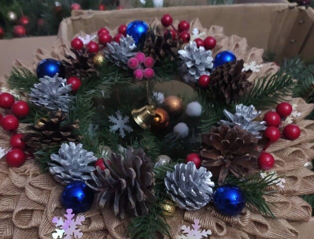 Діти подарували різдвяні іграшки мешканцям Луцького геріатричного пансіонату