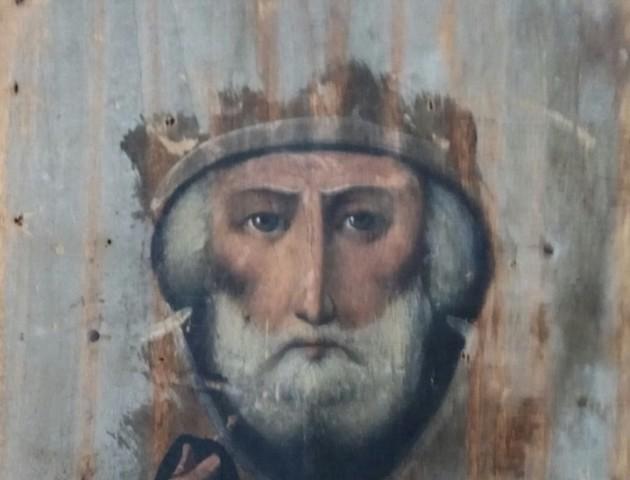 На Ягодині затримали контрабандиста зі старовинними іконами
