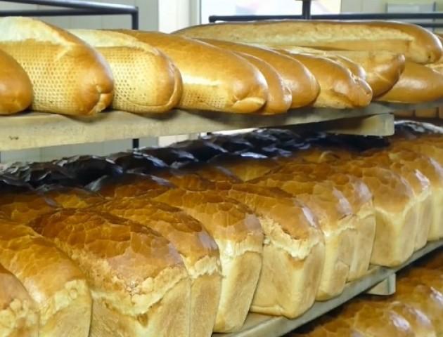 Волинські волонтери кожен місяць привозять на передову бійцям АТО домашній хліб. ВІДЕО