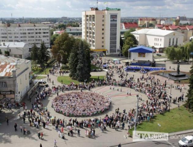 У Луцьку тимчасово обмежать рух на Театральному майдані