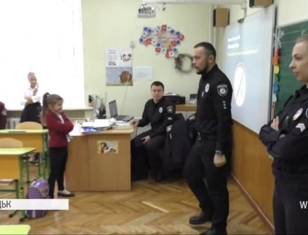 У луцьких школах уроки проводять поліцейські. ВІДЕО