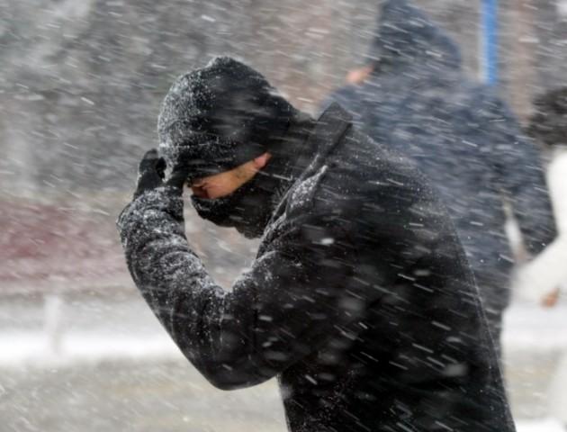 Сильний вітер і мокрий сніг: якою буде погода у Луцьку 25 грудня