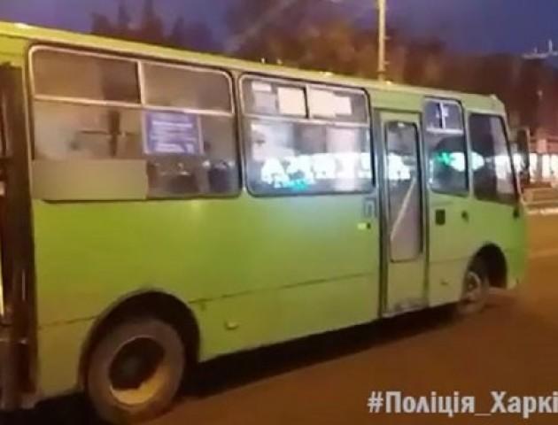 Нетверезий чоловік вкрав маршрутку та потрапив в аварію