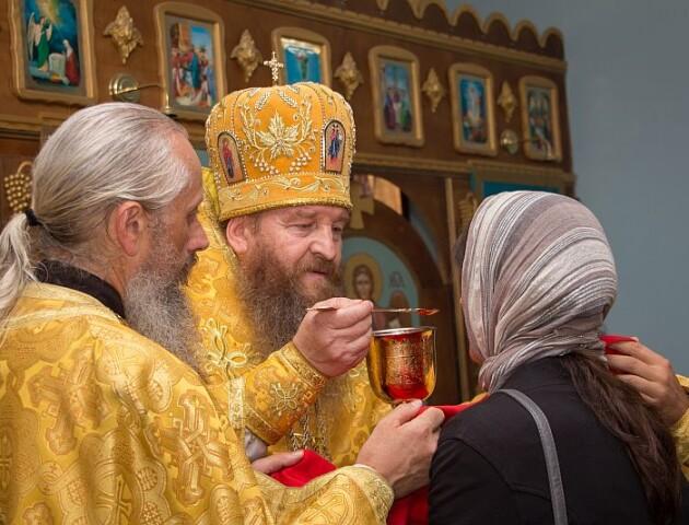 Ікони можна не цілувати.  Які зміни у церквах через коронавірус?