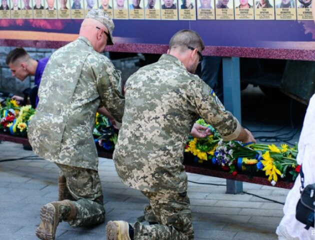 Луцьк пам'ятає: фоторепортаж із вшанування загиблих захисників