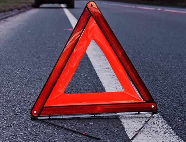 Аварія в Луцьку: легковик в'їхав у вантажівку військових, утворилася «тягучка»
