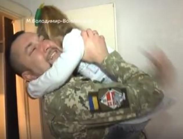 «Я думаю, мій тато - справжній герой», - 5-річна дочка бійця з Волині. ВІДЕО