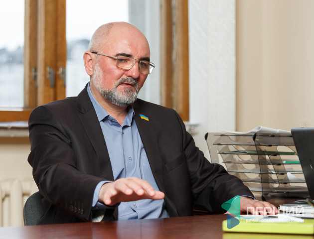 Депутати в темі: Роман Карпюк про 207 допитів, риболовлю і бурштинові ліцензії