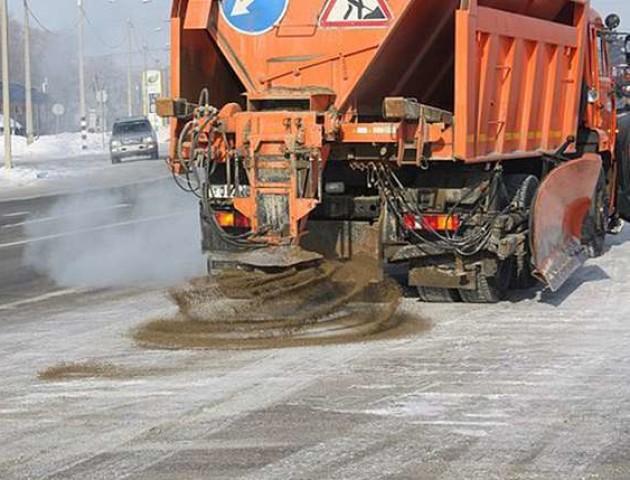 На Волині дороги взимку пропонують посипати піском із підпільних кар'єрів