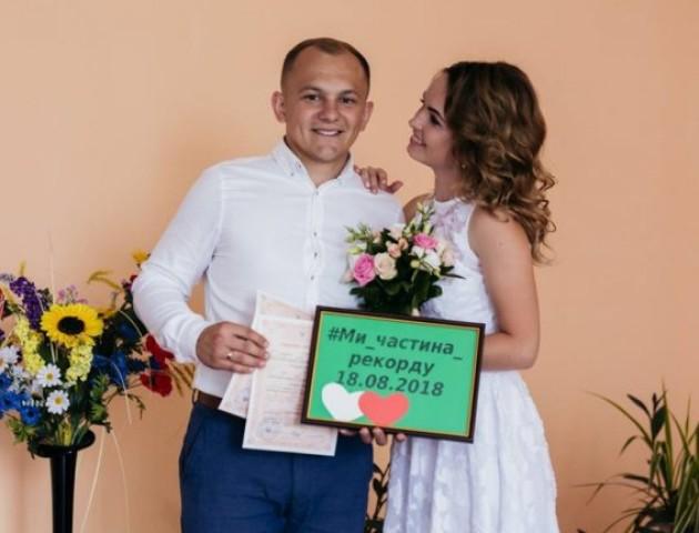 Молодята з Шацька долучилися до всеукраїнського шлюбного рекорду