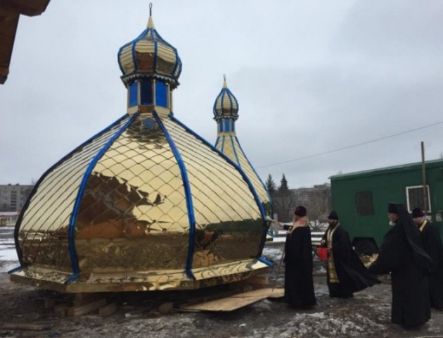 На храмі у Волновасі вже встановили куполи