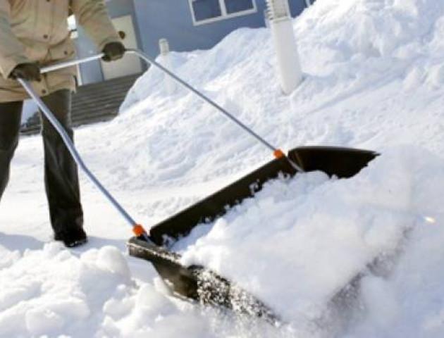 Лучан штрафуватимуть за викинутий сніг на дорогах