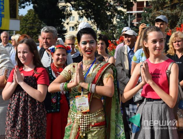 «Поліське літо з фольклором»: як лучан навчали танцям народів світу