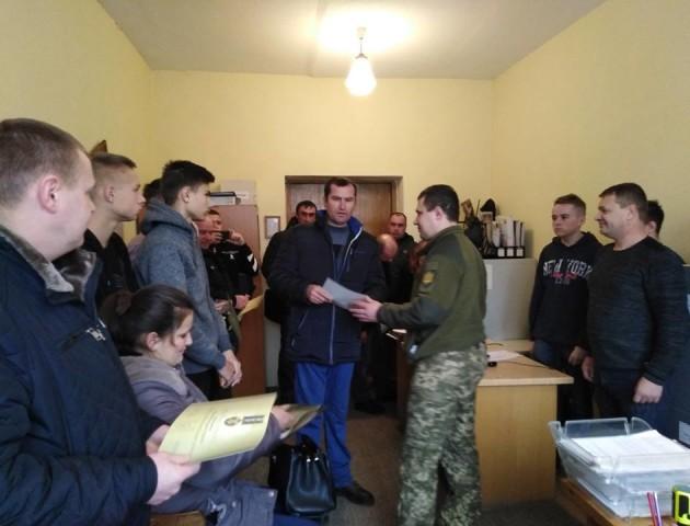 У Рожищі атовцям передали відзнаки від Президента України. ФОТО