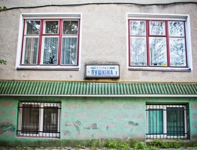 Лучанин просить відремонтувати непривабливу вулицю у центрі міста