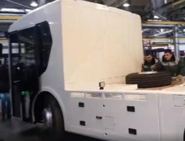 У Луцьку презентували першу українську електровантажівку. ВІДЕО