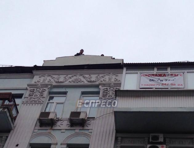 Саакашвілі погрожує стрибнути з 8 поверху, якщо його торкнуться правоохоронці. ВІДЕО