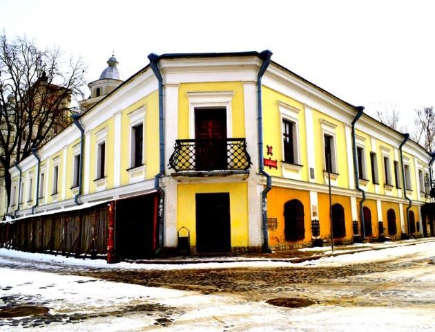Будинок Лесі Українки: білий лебідь ренесансу на хвилях середньовічної готики