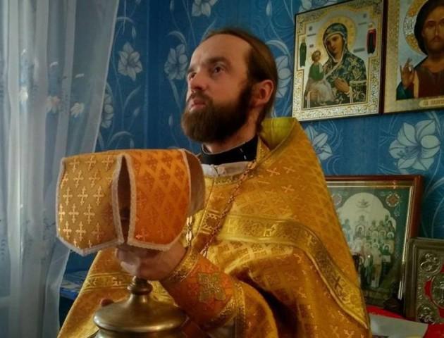 У Красноволі священик УПЦ МП проводить служби в хаті. ФОТО