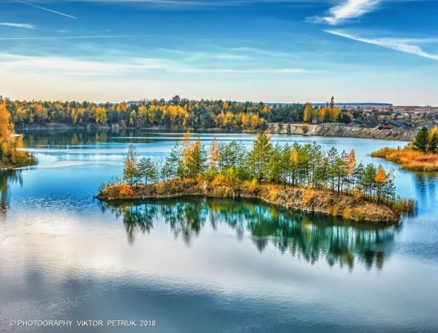 Луцький фотограф показав осінь на Базальтових озерах. ФОТО