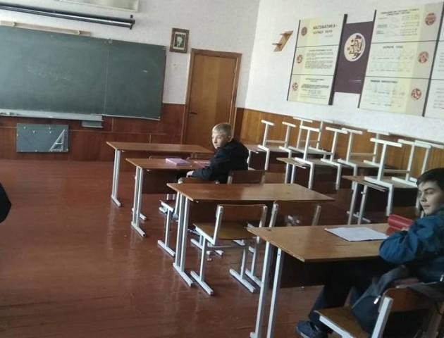 Протест у волинській школі:  батьки не пустили дітей на уроки через директорку