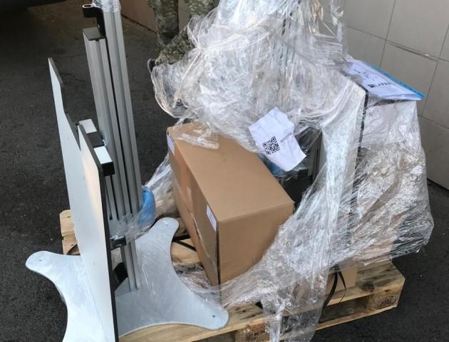 «Зайві» тренажери серед медапаратури: волинські митники викрили спробу приховування товару