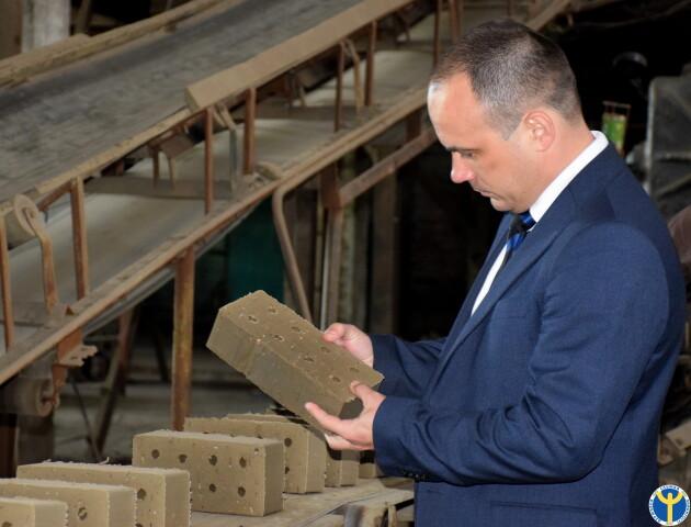 На волинський керамічний завод шукають працівників