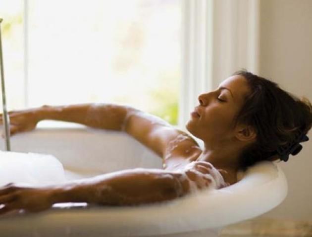 Чому не можна довго приймати гарячу ванну