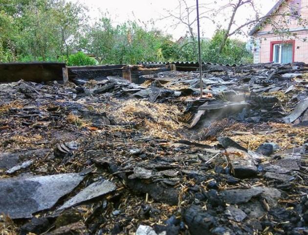 Волинянка, у якої посеред ночі згоріли кухня та хлів, потребує допомоги небайдужих людей