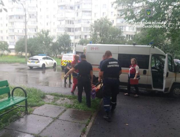 «Зламала ногу у власній квартирі»: порятунок поліцейських. ВІДЕО