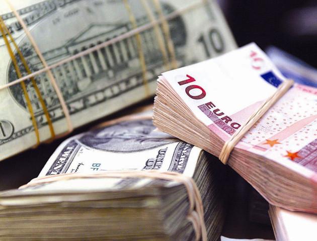 Курс валют 14 грудня: гривня впевнено падає