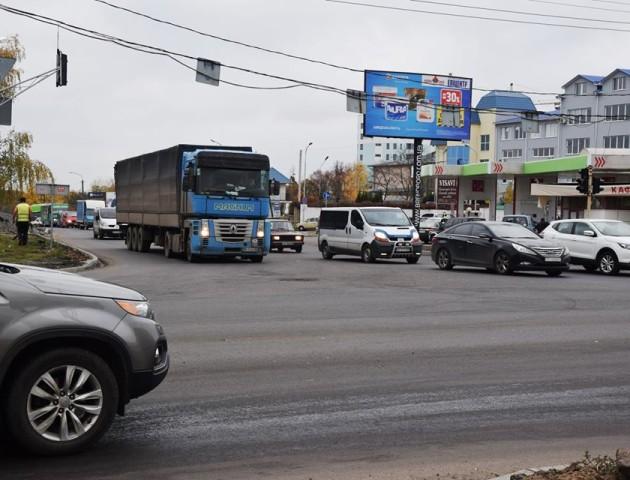 У Луцьку на перехресті Дубнівської і Карпенка-Карого відремонтували дорогу. ФОТО