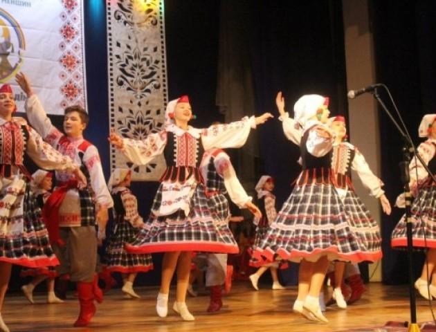 У Луцьку проводять конкурс пісень і танців національних меншин. ВІДЕО