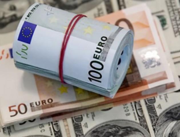 Курс валют на 19 лютого: долар та євро «летять» угору