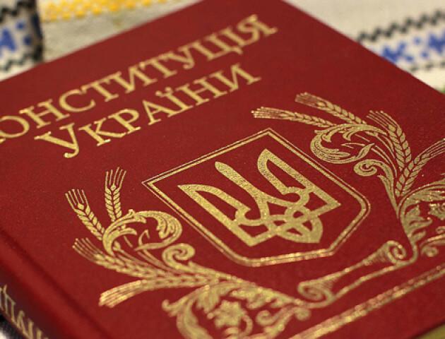 Районів більше не буде: що хоче змінити в Конституції Зеленський