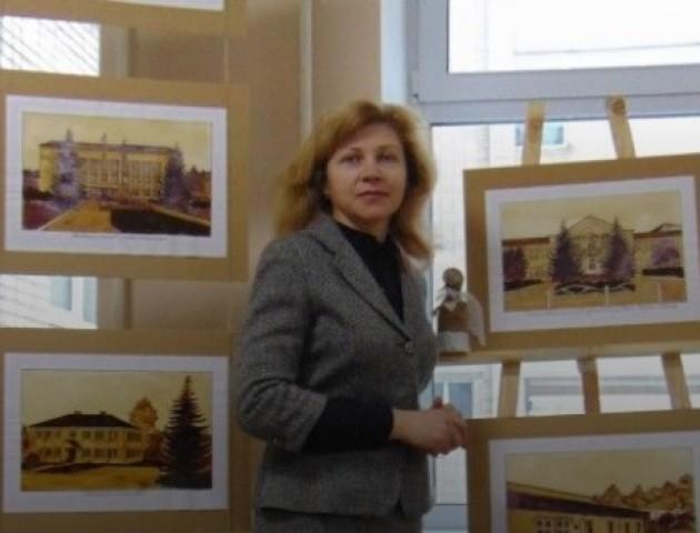 Вчителька історії на Волині намалювала кавою 22 картини