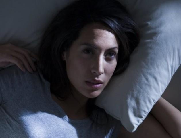 7 причин, через які люди прокидаються серед ночі