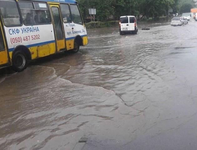 Після зливи у Луцьку затопило один із районів. ФОТО