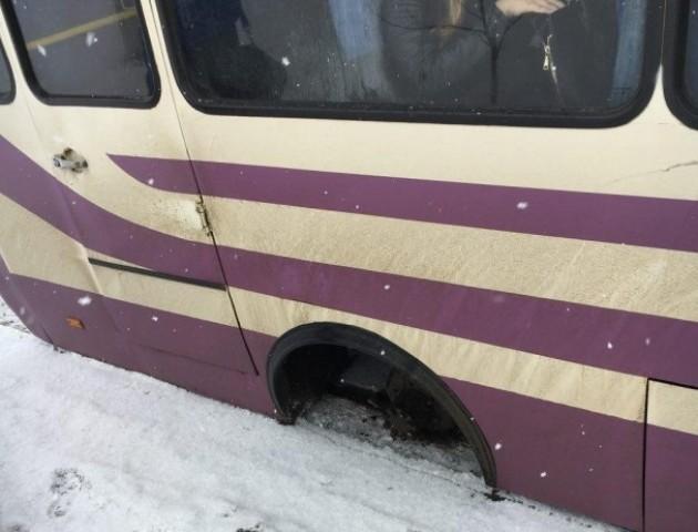 На Волині у маршрутки під час руху відвалилося колесо. ФОТО