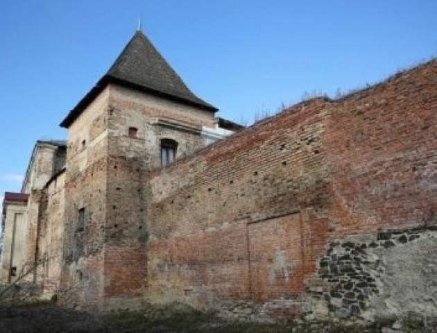 Як рятуватимуть старовинну вежу в Луцьку. ВІДЕО