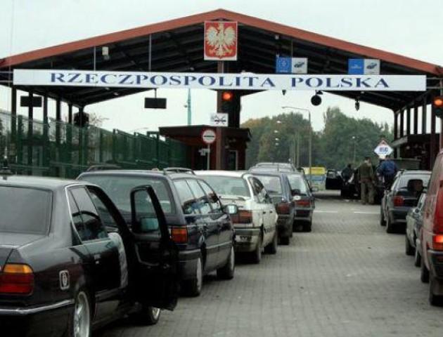На кордоні з Польщею застрягли 680 автомобілів