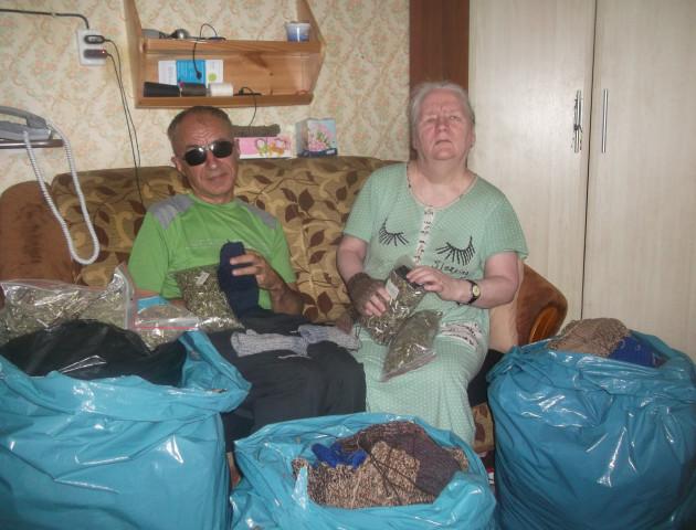 Лучанка зв'язала більше тисячі рукавиць для бійців АТО