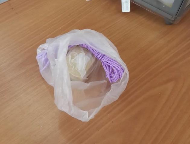 Курйоз у Луцьку: виборець залишив на дільниці мило і мотузку