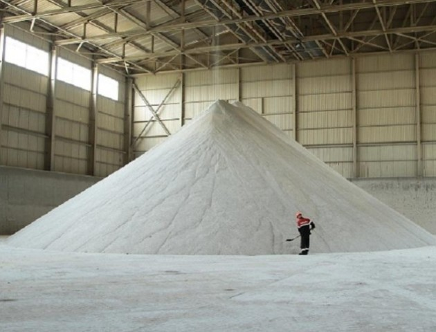 Луцьк купив 6 вагонів солі