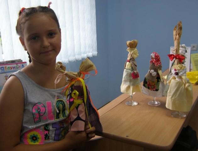 Маленьких лучан учили робити ляльок із кукурудзи. ФОТО. ВІДЕО