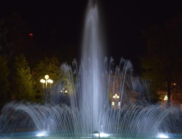 У Рівному після реконструкції відкрили новий фонтан. ВІДЕО