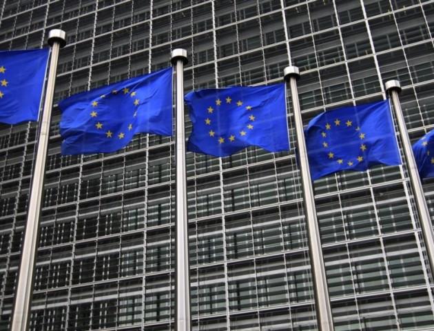 «Безвіз або корупція»: Єврокомісія поставила жорстку умову Києву