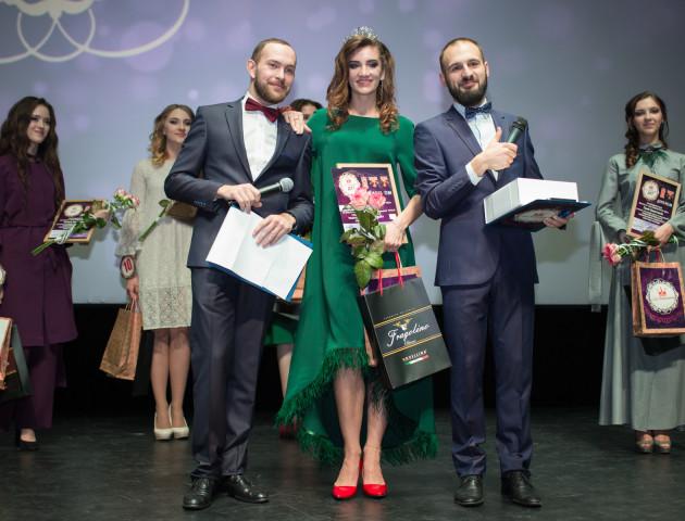 Без підпиляних підборів та підніжок: залаштунки «Міс університету - 2017» у Луцьку. ВІДЕО